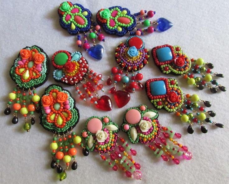 Aros clip, bordados a mano sobre soporte fieltro.Diseños Inspiración mexicana, únicos e irrepetibles.