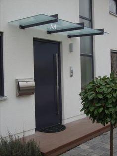 Edelstahl-Vordach im Bauhausstil