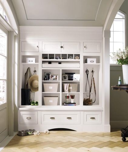 traditional entry by MasterBrand Cabinets, Inc.