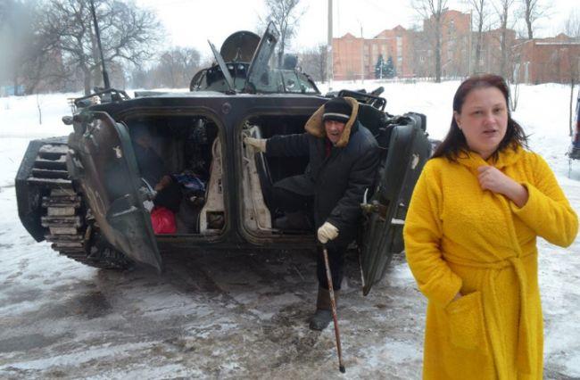 Вытащили из квартир и бросили раздетыми на морозе: как Российские пропагандисты устроили фэйковую «эвакуацию» жителей Донецка. ФОТО. СКРИН