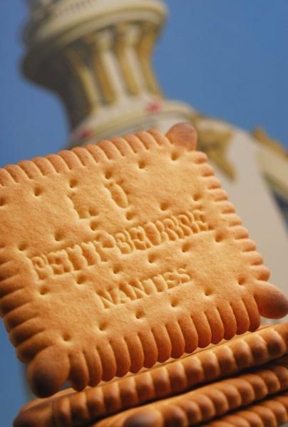 Kennen Sie schon diese Kekse ? Die Petit Beurre LU kommen aus Nantes (Frankreich). Vielleicht haben Sie schon die Milka Schokolade mit LU Kekse probiert. / Connaissez-vous les biscuits LU ? Ils viennent de Nantes. Peut-être que vous avez déjà goûté au chocolat Milka LU ?