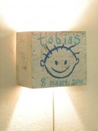 Steigerhout lamp met gezichtje en naam