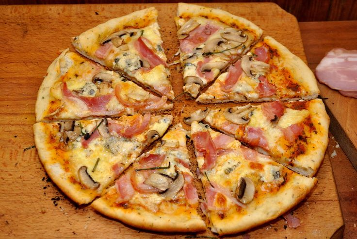 pizza cu blat aromat 12
