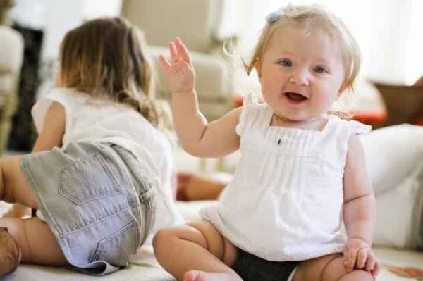 Come crescere figlie femmine da 0 a 14 anni. Oggi più che mai le bambine hanno bisogno di essere seguite. Come? Ecco i consigli suddivisi per fasce d'età di Steve Biddulph, terapista famigliare con vent'anni di esperienza e best-seller venduti in mezzo mondo.