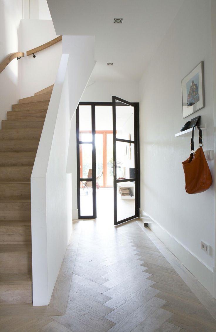 nieuw visioen: trap mooi maken, muur vervangen door smeedijzer deur die al zo lang in onze kop zit en dan focus op haard-wand; zaterdag afspraak bij bosmans in schoonaarde...