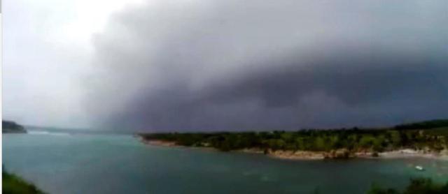 Les images impressionnantes de la tempête tropicale Matthew en Martinique