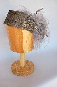 Tiara turbante gris con plumas tipo anos 20 más ancha Luisa Gala
