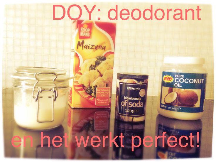 Op Pinterest heb ik meerdere recepten gezien van een 100% natuurlijke, zelfgemaakte deodorant. Ik heb zelf een sterke lichaamsgeur, welke ik met geen enkele deo onder controle kreeg. Maar deze zelfgemaakte deodorant heb ik geen geurtje meer bij mezelf geroken. Dus HET WERKT ECHT!  En het is 100% natuurlijk, geen chemische stoffen èn erg goedkoop.  NODIG: 3 el pure kokosolie  2 el baking soda (bicarbonaat) 2 el maïzena Evt 5 druppels etherische olie voor een geurtje  Alles mengen. En klaar!