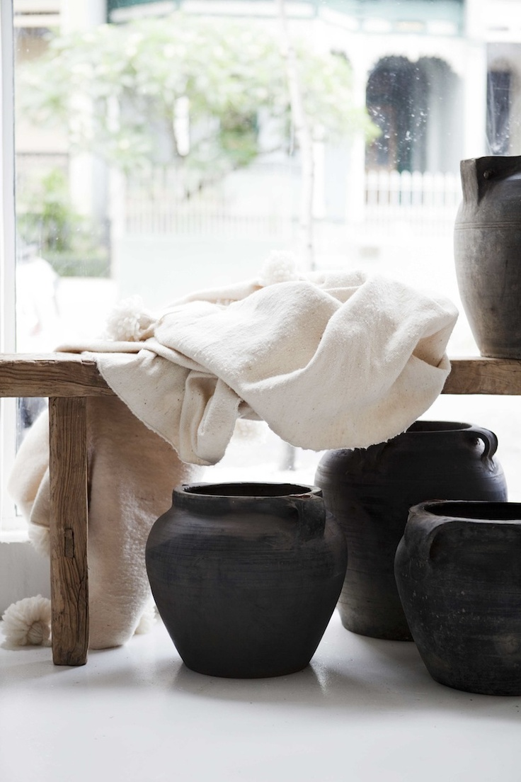 Chinese Jars and bench available through www.orienthouse.com.au