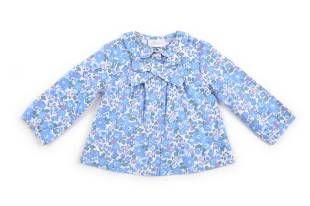 Blusa para bebe niña confeccionada con tela estampada con florecitas azules.