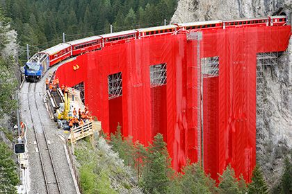 В Швейцарии запустят новый панорамный жд-маршрут http://mnogomerie.ru/2016/11/24/v-shveicarii-zapystiat-novyi-panoramnyi-jd-marshryt/  В Швейцарии в апреле 2017 года заработает туристический маршрут «Панорамный экспресс Готтард». Он пройдет через Люцерн, Флюелен, Беллинцону и Лугано. Об этом, как сообщает корреспондент «Ленты.ру», на пресс-конференции в Москве рассказал руководитель маркетинговой группы Swiss Travel System AG по европейским рынкам Томас Хоффман. Маршрут будет включать в себя…