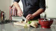 Kipburgers met courgette en knolselderijfrites - Recept - Allerhande - Albert Heijn