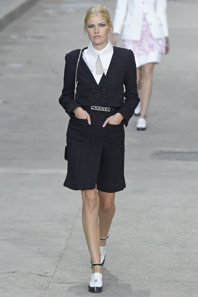 Chanel RTW Spring 2015 - Slideshow - Runway, Fashion Week, Fashion Shows, Reviews and Fashion Images - WWD.com
