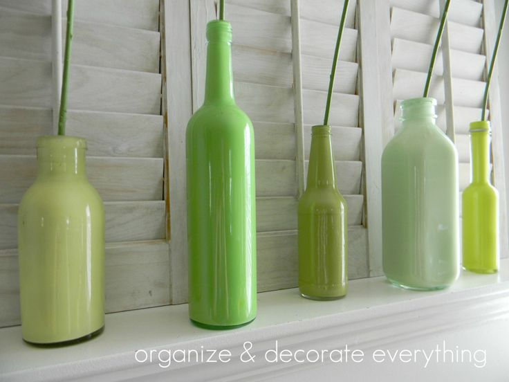 Just painted glass bottles...those would look super cute on my entry shelf. And they're free!