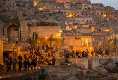 Fino al 7 gennaio 2016 è in programma la VI edizione del Presepe Vivente nei Sassi di #Matera ... uno spettacolo unico al mondo!!!