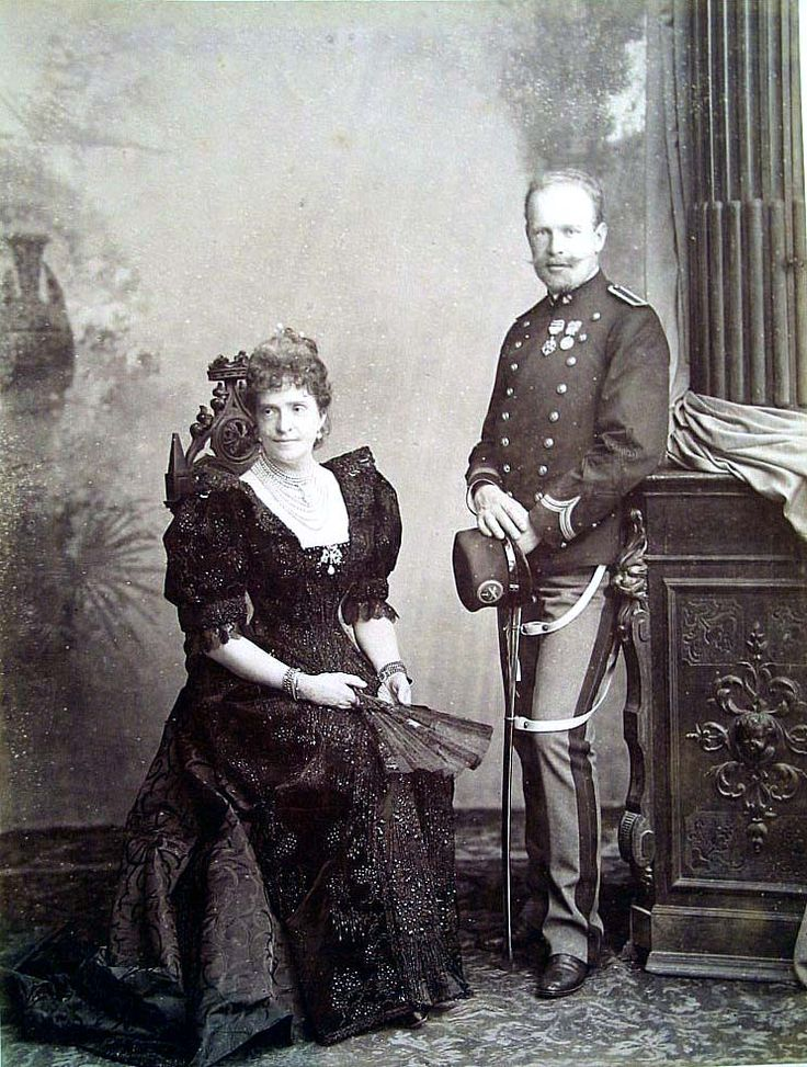 Dona Maria Pia with her younger son Anfonso, Duke of Oporto.