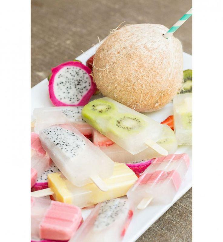 Des glaces à l'eau de coco et fruits
