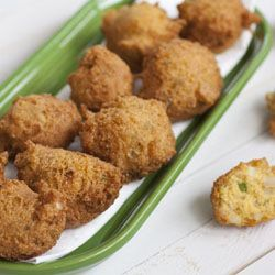 Dense and delicious hush puppies laced with fresh jalapenos!Hushpuppies, Jalapeno Hush, Jalepeno Hush Puppies, Side Dishes, Yummy Food, Spicy Hush Puppies, Foods Recipe, Appetizers, Puppy'S