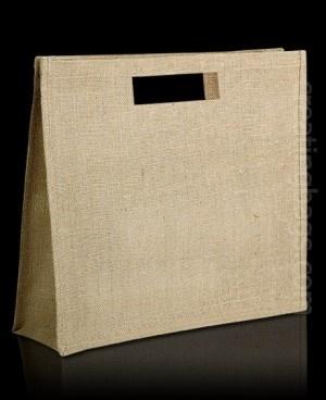 Nuestro modelo Silver es una bolsa ecologica, natural y muy resistente. Tiene un diseño de líneas rectas, con asas troqueladas. Es Ideal para serigrafiar el logo de tu empresa... no te olvidarán ;)