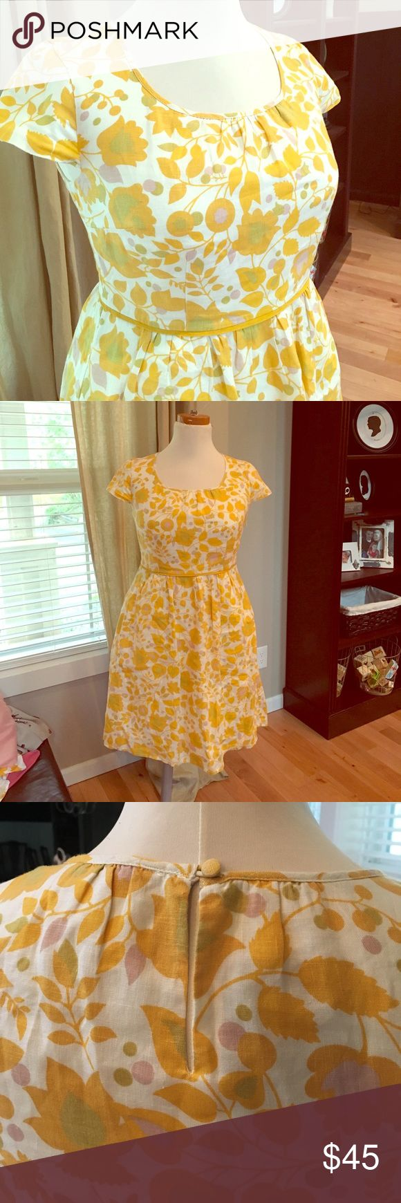 Boden linen summer dress in soft yellow floral 8 Beautiful dress for spring/summer, flattering, classy and fun, this is Boden at it's best! US sz 8. Fully lined and it has pockets  Make it yours! And check out my other listings for great dresses! I love to bundle! Boden Dresses Midi