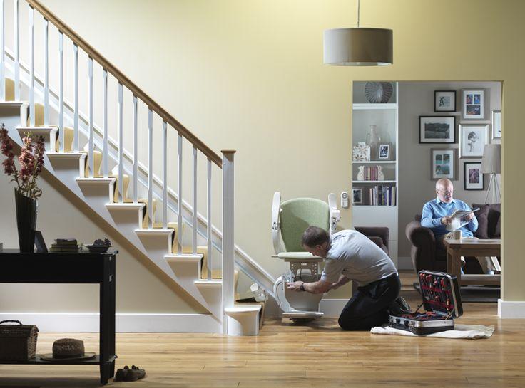 ΕΤΗΣΙΑ ΣΥΝΤΗΡΗΣΗ!  Όπως κάθε μηχάνημα έτσι και ο δικός σας ανελκυστήρας σκάλας, χρειάζεται να τον φροντίζετε για να είστε σίγουροι ότι θα είναι πάντα εκεί για εσάς.   Αυτό σημαίνει ότι σε ετήσια βάση θα πρέπει να γίνεται συντήρηση του μηχανισμού του, από το εξειδικευμένο προσωπικό της Draculis.  Δε μένει παρά να μας καλέσετε για να ορίσετε ένα ραντεβού σε όποια πόλη της Ελλάδας κι αν βρίσκεστε και εμείς θα φροντίσουμε άμεσα να έχετε έναν τεχνικό στο χώρο σας.