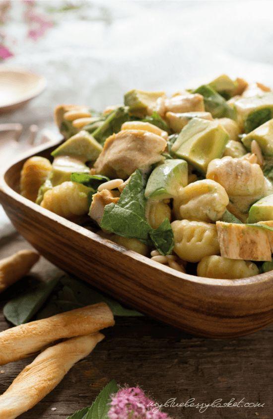 Gnocchi-Salat mit Huhn und Avocados