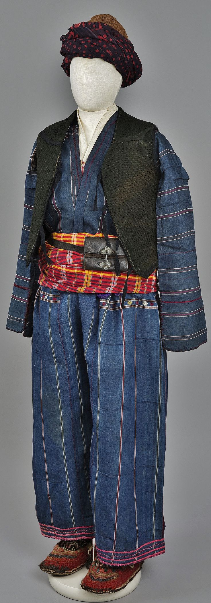 A traditional Armenian costume from the village of Çatak/Shatakh, in the Van province. Early 20h century.  Collected in 1916. (The Russian Museum of Ethnography, St.Petersburg).