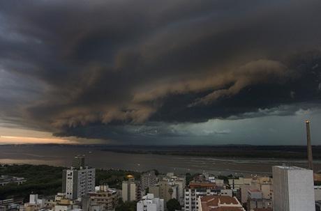 tempestade chegando em Porto Alegre