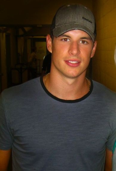 sidney crosby so in love and penguins on pinterest