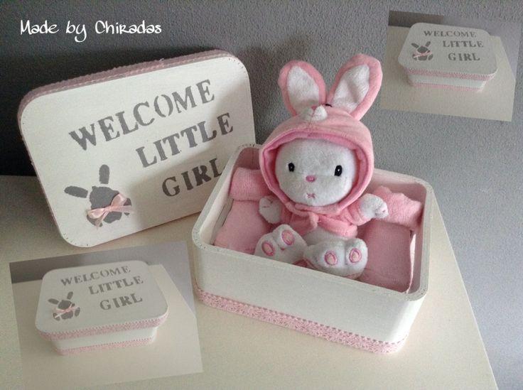 Baby cadeaudoos met spuugdoekje, sokjes en knuffeltje