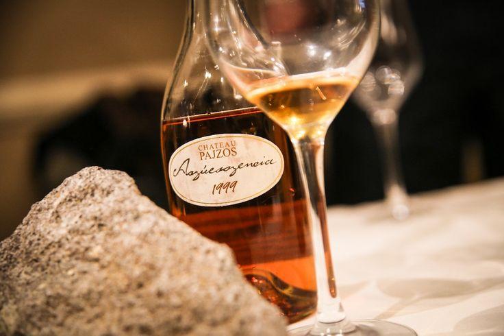 Następująca, bardzo duża zmiana w jakości powoduje, iż Węgry wracają na światowy rynek i śmiało konkurują z winami francuskim czy też włoskimi. Choć historia węgierskiego winiarstwa w drugiej połowie ubiegłego wieku, dość mocno ucierpiała na reputacji, tak z początkiem XXI, małymi krokami odradza się, tworząc dość pokaźny winny wolumen, który może i powinien ponownie rozsławić kraj.