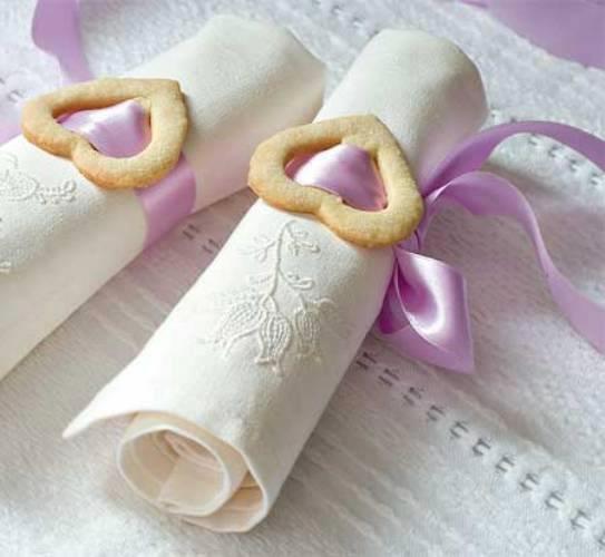 biscotti di frolla decorativi per la tavola