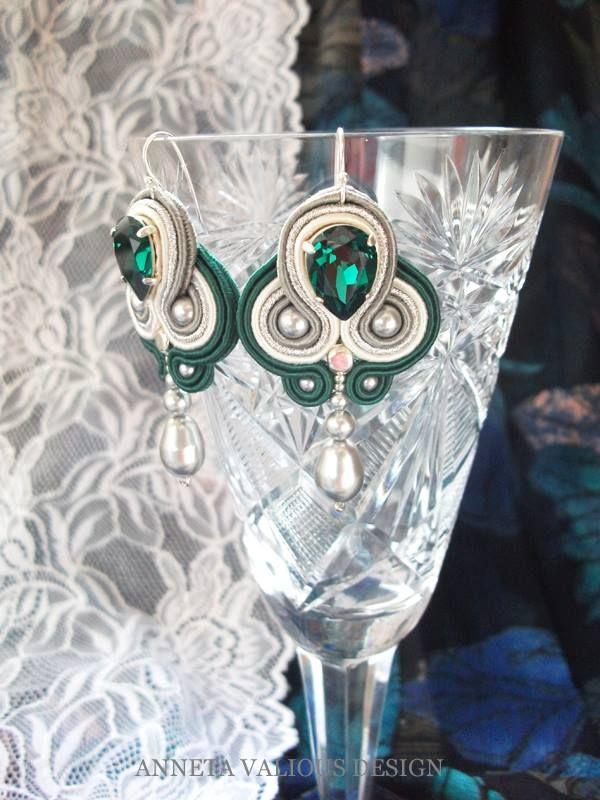 emerald di Anneta Valious