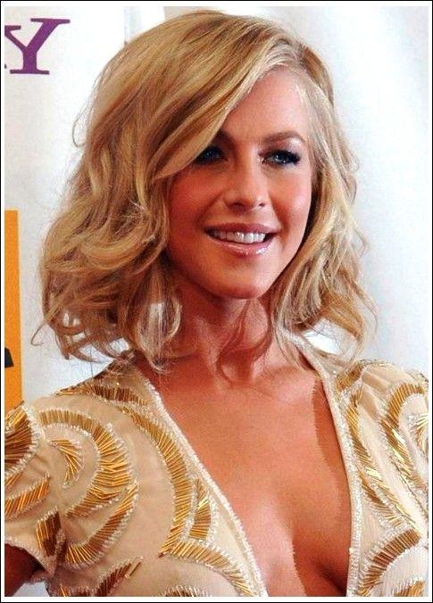 Julianne Hough – Mittlere Frisur: Süße weiche, wellige Frisur mit seitlich geschwungenen Pony