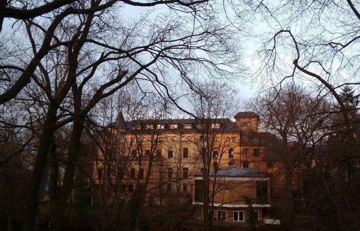 Das St.-Vinzenz-Krankenhaus, vom Museumspark aus gesehen