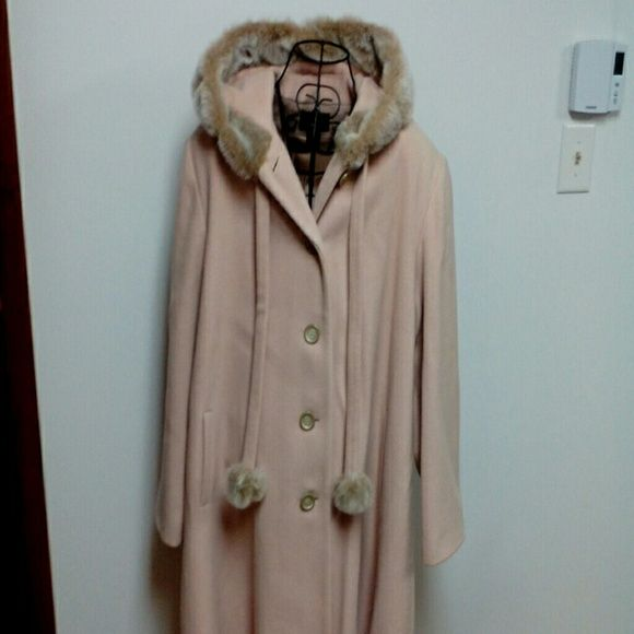 Dennis Basso coat     HOST PICK 01/10/2016! Tan in color, long coat. Excellent condition. Coat was worn once. Shell 100% wool, liner 100% acetate. Dennis Basso Jackets & Coats