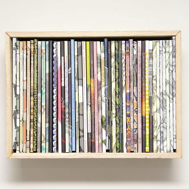 Hur många Novellixnoveller har ni i er samling? I vår Books-in-box får det plats drygt 40 st  #booksinbox #novellix #novellixhylla