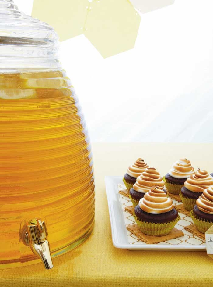 Movie Night : The BEE movie ..... Honey Iced Tea in Hive Dispenser #SweetDesigns