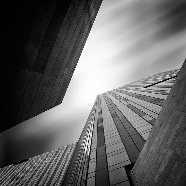 Stand straight ! #KevinSaint-Gray #Photography #Architecture #Minimalist #Inspiration #blackandwhite: