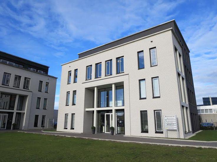 In dit bedrijfsverzamelgebouw zijn verschillende moderne kantoorruimtes te huur, varierend van 25 m2 tot 249 m2