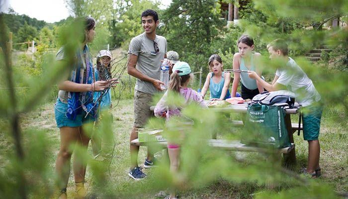 Le club enfants propose entre autres des activités autour de la découverte de la nature - Village Huttopia Sud Ardèche *** – Vagnas (Ardèche)