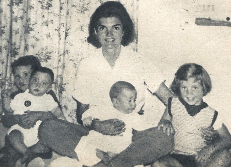 thekennedyclan:  queenjackieo:  Jackie, her children & some of her nephews in Hyannis  Omg I've never seen this IN MY LIFE   Awesome pic–never seen it either.
