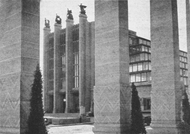 View of the fa<;ade of the Grand Palais, designed by Jozef Van Neck (1880-1957), Brussels Exhibition, 1935.