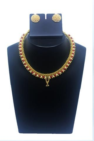 Thushi adorned with pearls and thushi ear rings
