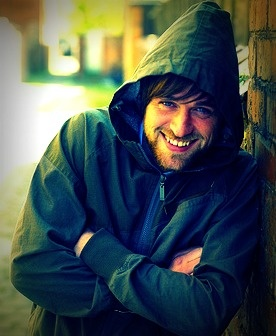 Just look at that smile. {Jonas Armstrong}
