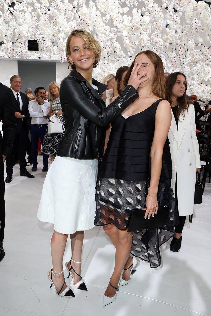 Pin for Later: Les 24 Fois Où Nous Avons Souhaité Etre Jennifer Lawrence Quand elle a mis a main sur le visage d'Emma Watson Emma, ne lave plus jamais ton visage.
