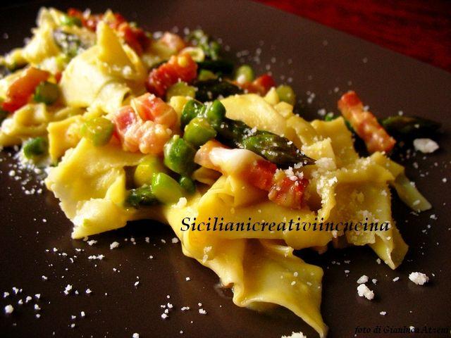 Maltagliati con asparagi, pancetta e pecorino