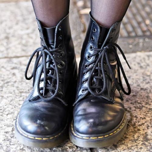 Moda: #51 #modi per #indossare le Dr Martens: tante idee di outfit per queste scarpe senza età! (link: http://ift.tt/2dOlxKA )