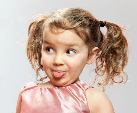 """Deti sa učia rozprávať tak, že najprv """"nasávajú"""" zvuky. Neskôr ich aj začnú používať a tvoriť prvé slová. Dieťa využíva svoje zrakové a sluchové vnímanie a musí mať aj dobrú motoriku hovoridiel. Ako ju môžete podporiť?"""