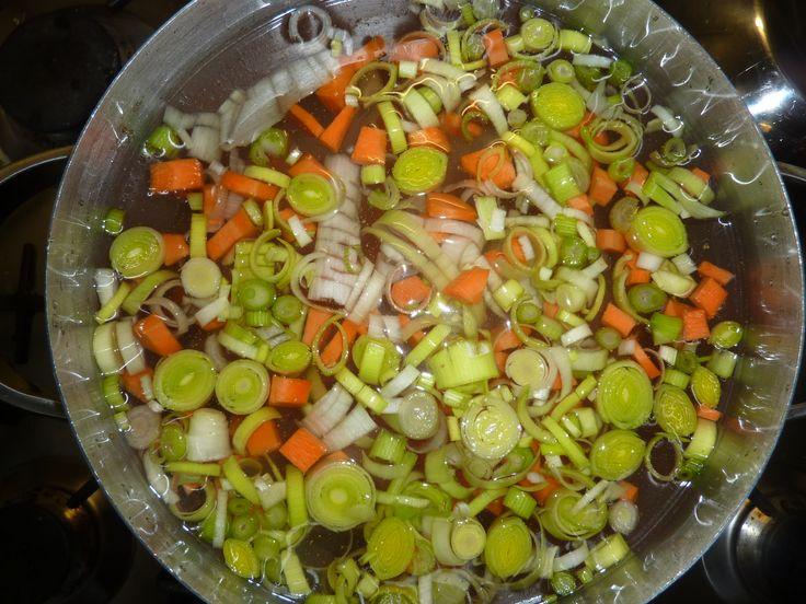 heerlijke gezonde kip-noodle soep Nog room toevoegen om smeuiger te maken